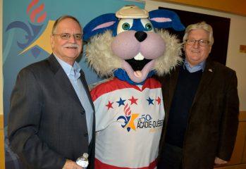 L'ex-maire de Campbellton, Bruce MacIntosh et son homologue de Pointe-à-la-Croix, Jean-Paul Audy, avaient donné le coup d'envoi des premiers Jeux d'hiver 50+ Acadie-Québec. - Archives