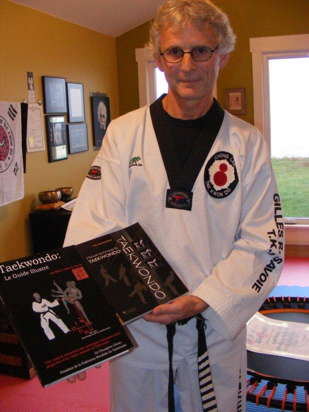 On doit à Gilles Savoie les ouvrages Manuel technique de taekwondo et surtout Taekwondo: le guide illustré, qui sont devenus des références dans le milieu. - Acadie Nouvelle: Robert Lagacé