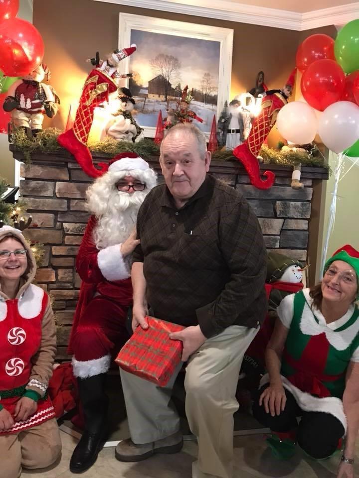 Albert Ross est bien heureux de toutes les activités de Noël au Foyer de soins chez Annie à Robertville - Photo gracieuseté