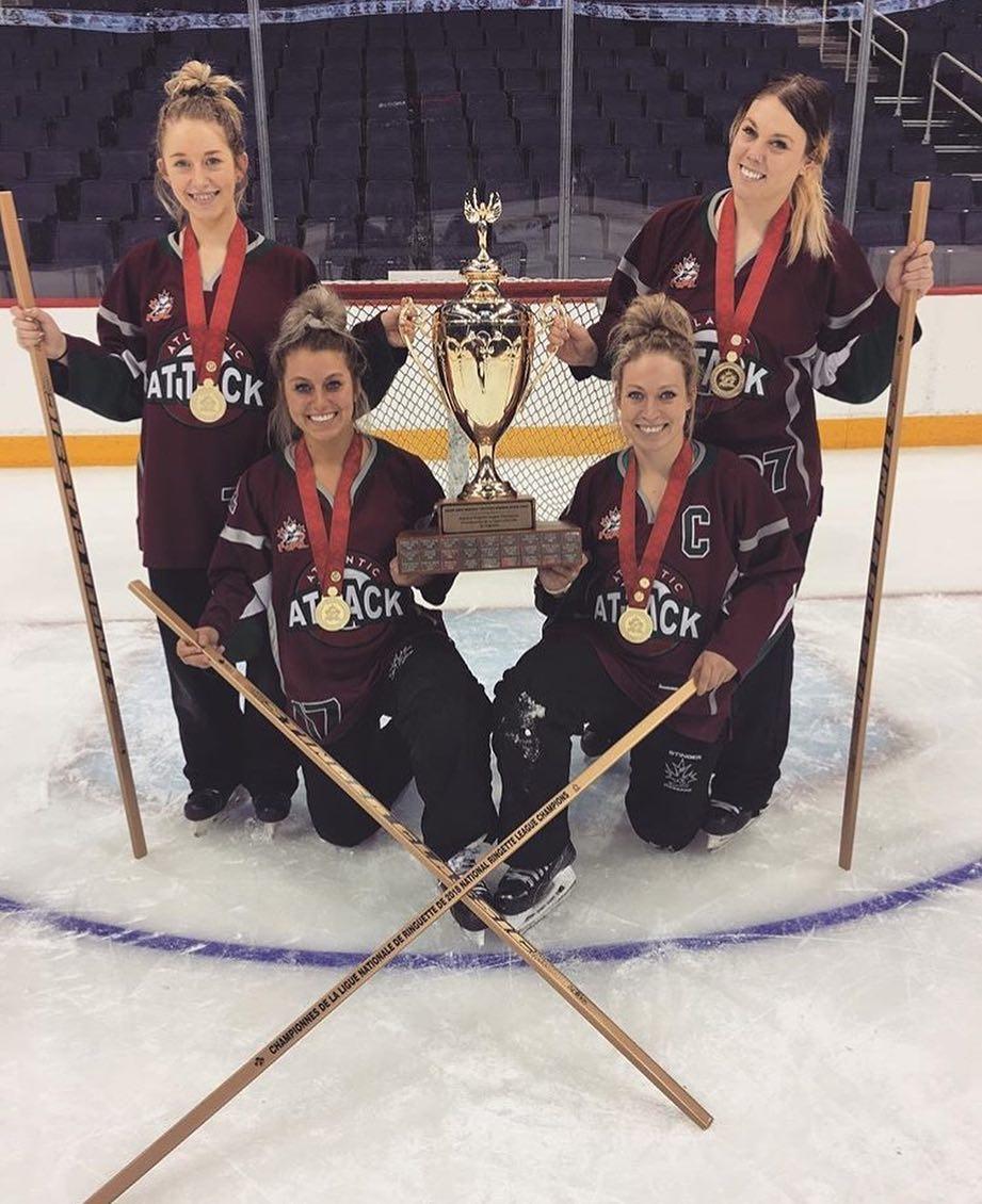 Brittany, Jenny, Jessica et Kelly Snowdon: quatre soeurs et un trophée! - Collaboration spéciale: Normand A. Léger