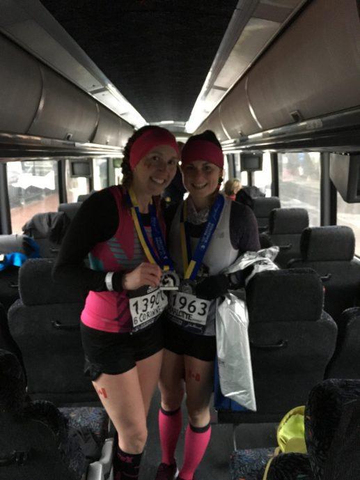 Corrine Fournier, de Saint-Jean, et Charlotte Gardiner, d'Halifax, ont gardé le sourire malgré des conditions de course très difficiles. - Gracieuseté