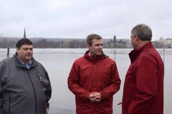 Le premier ministre Brian Gallant (au centre) en compagnie du ministre des Transports et de l'Infrastructure, Bill Fraser (à gauche) et du vice-premier ministre Stephen Horsman. - Acadie Nouvelle: Mathieu Roy-Comeau