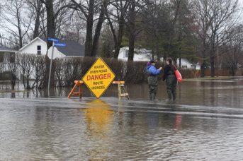 Une quarantaine de routes et de rues sont fermées à la circulation à Fredericton. - Acadie Nouvelle: Mathieu Roy-Comeau