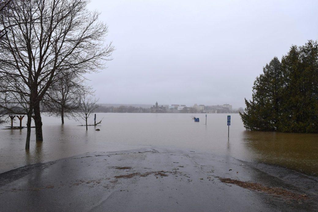 Ce parc de la rive nord de Fredericton est complètement inondé sous les eaux du fleuve Saint-Jean. - Acadie Nouvelle: Mathieu Roy-Comeau