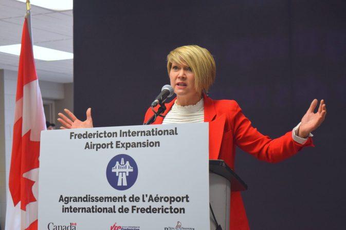 1er mai 2018. Mathieu Roy-Comeau. La présidente et chef de la direction de l'Autorité aéroportuaire internationale de Fredericton, Johanne Gallant.