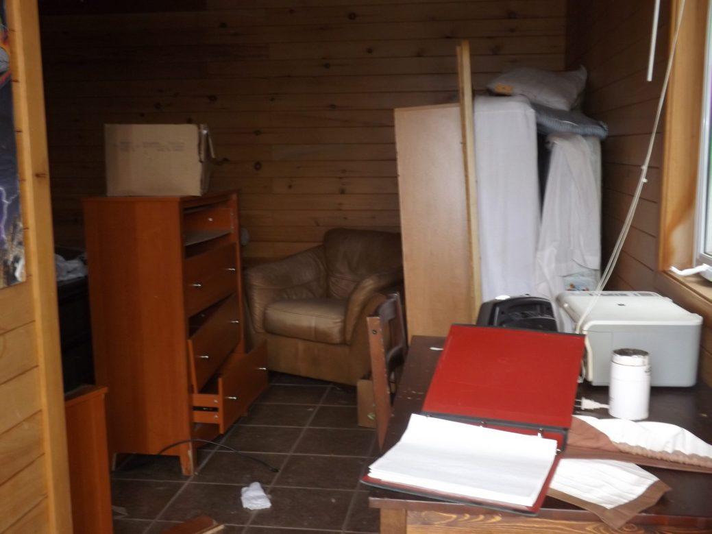 Un désordre total règne encore à l'intérieur de certains chalets. - Acadie Nouvelle: Sébastien Lachance