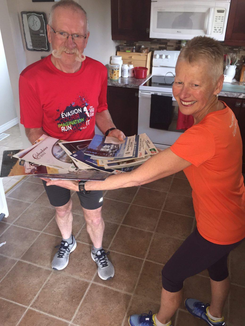Grâce à leurs calendrier, Jean-Marie et Marcelle Breau savent qu'ils ont parcouru aux environs de 105 000 km au cours des 31 dernières années à la course. - Acadie Nouvelle: Robert Lagacé