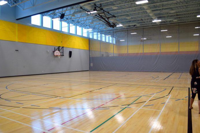 Une partie de l'immense gymnase du complexe scolaire. - Acadie Nouvelle: Simon Delattre