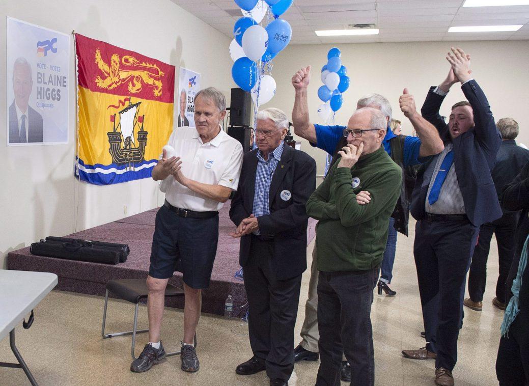 L'ambiance était à la fête, lundi soir, au quartier général de Blaine Higgs, à Quispamsis. - La Presse canadienne: Andrew Vaughan
