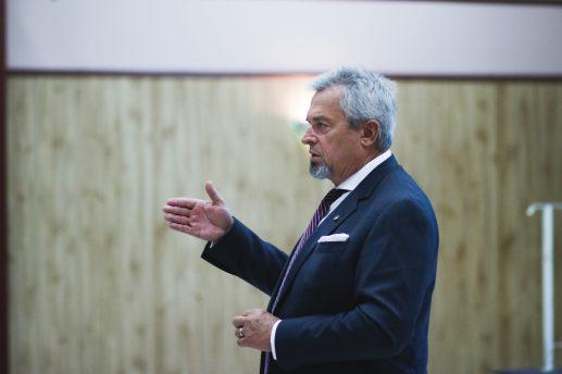 Robert Basque, un avocat de Moncton, a présenté les options qui s'offraient aux membres du Centre familial St. Patrick's mardi. - Acadie Nouvelle: Patrick Lacelle