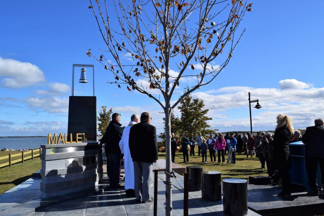 ¨Plusieurs centaines de membres de la famille Mallet ont assisté à l'inauguration d'un monument conçu en leur honneur.-Acadie Nouvelle: David Caron.