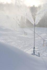 Les tours à neige du parc provincial Sugarloaf fonctionnent à plein régime depuis dimanche. - Acadie Nouvelle Jean-François Boisvert