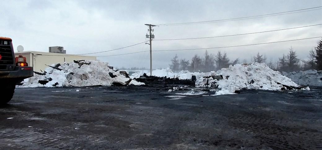 Le garage a été complètement détruit par les flammes. - Acadie Nouvelle: Guillaume Cyr