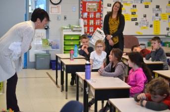 Roseline Bezeau travaille avec 55 enseignants et enseignantes de la maternelle à la deuxième année afin de les aider à pratiquer la pleine conscience. - Acadie Nouvelle: Jean-Marc Doiron
