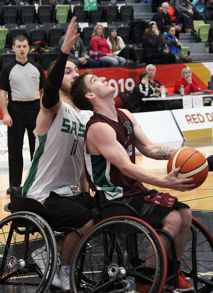 Jake Fudge a marqué 20 points dans la défaite en basketball en fauteuil roulant 56 à 40 contre la Saskatchewan. - Gracieuseté: Équipe NB