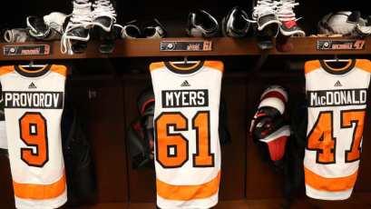 Le chandail no 61 de Philippe Myers accroché avant le duel face aux Red Wings de Detroit, dimanche. - Gracieuseté: Flyers de Philadelphie