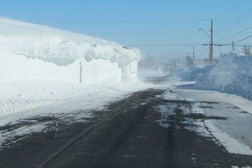 Lame de neige partiellement enlevée dans la rue de l'Île, à Caraquet. - Acadie Nouvelle: Réal Fradette