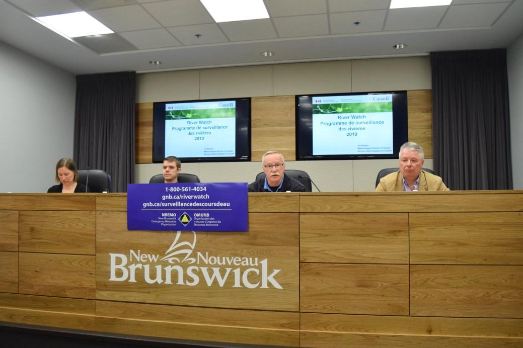 Jasmin Boisvert, Greg MacCallum et Darryl Pupek du Programme de surveillance des cours d'eau du Nouveau-Brunswick. - Acadie Nouvelle: Mathieu Roy-Comeau