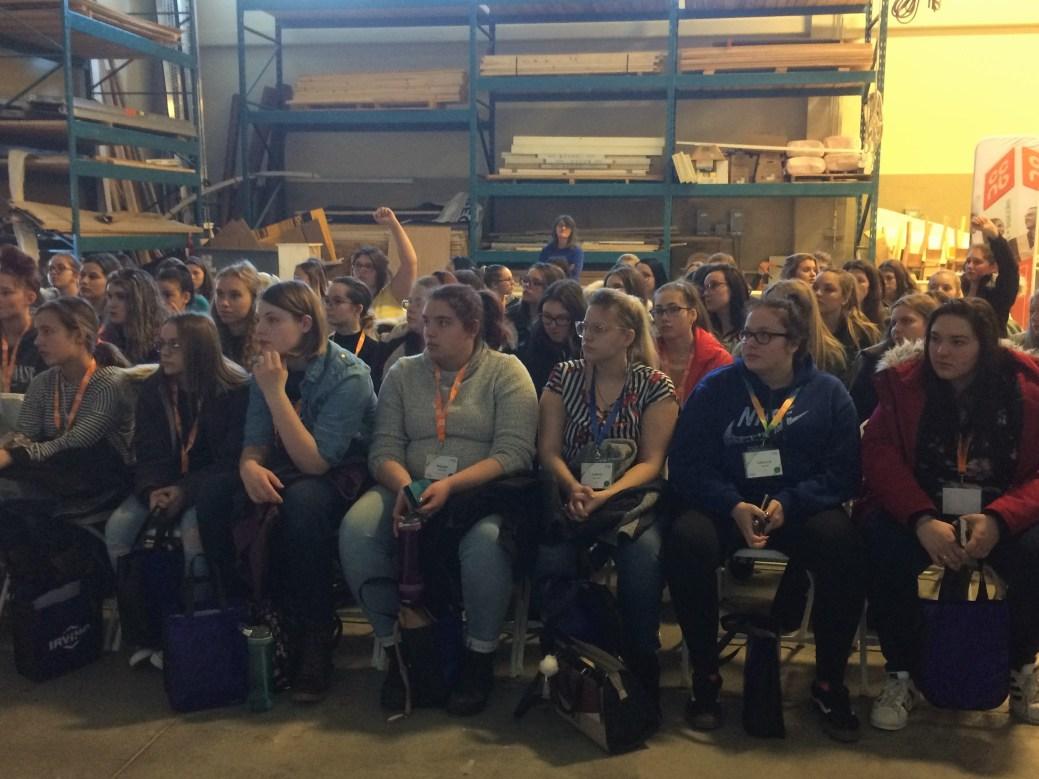 Près 400 jeunes filles provenant des écoles secondaires de la région Nord-Ouest du Nouveau-Brunswick ont participé à la journée d'activités intitulée Exploration des carrières métiers et technologies pour filles. - Acadie Nouvelle: Sébastien Lachance