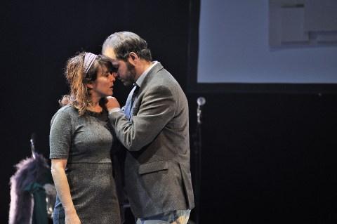 Gabriel Robichaud et Catherine Allard dans une scène de la pièce Je cherche une maison qui vous ressemble. - Gracieuseté Suzanne O'Neill