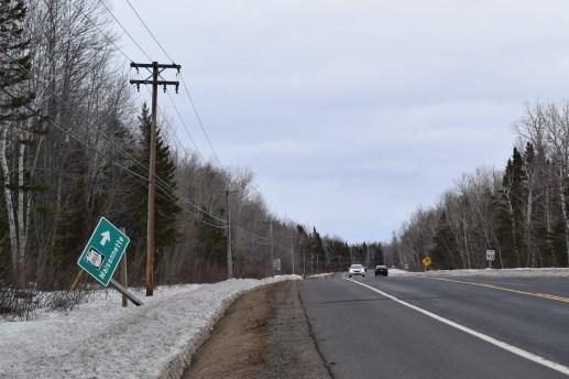 Des panneaux routiers endommagées sur la route 11, entre Grande-Anse et Bertrand, dans la Péninsule acadienne.-Acadie Nouvelle: David Caron