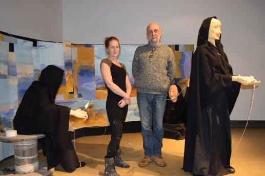 Klervia Desbois et Frédéric Gayer au milieu d'une installation créée par Lirice. Cette dernière a choisi de garder l'anonymat. - Acadie Nouvelle: Sylvie Mousseau