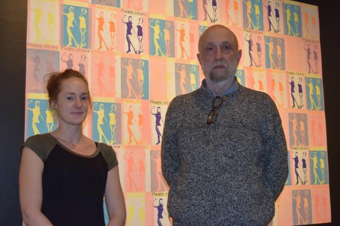 Klervia Desbois et Frédéric Gayer devant une oeuvre de Frédéric Gayer. - Acadie Nouvelle: Sylvie Mousseau
