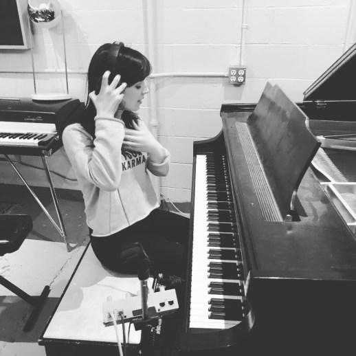Viviane Audet fait partie du trio avec Robin Joël Cool et Alexis Martin qui a composé la musique de la série Conséquences produite par Bellefeuille Production. - Gracieuseté