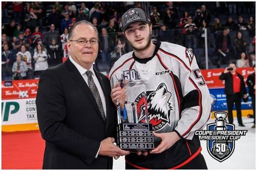 L'ancien défenseur du Titan d'Acadie-Bathurst, Noah Dobson, a reçu le trophée Guy Lafleur à titre de joueur par excellence des séries. - Collaboration spéciale: Vincent Éthier-LHJMQ