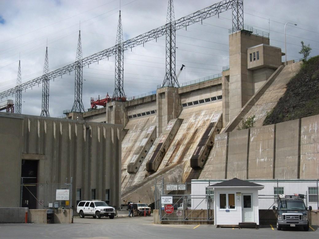 Au cours des 45 dernières années, le barrage hydroélectrique de Mactaquac a été une source d'énergie fiable et propre au Nouveau-Brunswick, mais un béton défectueux force Énergie NB à décider de son avenir. - Archives PC