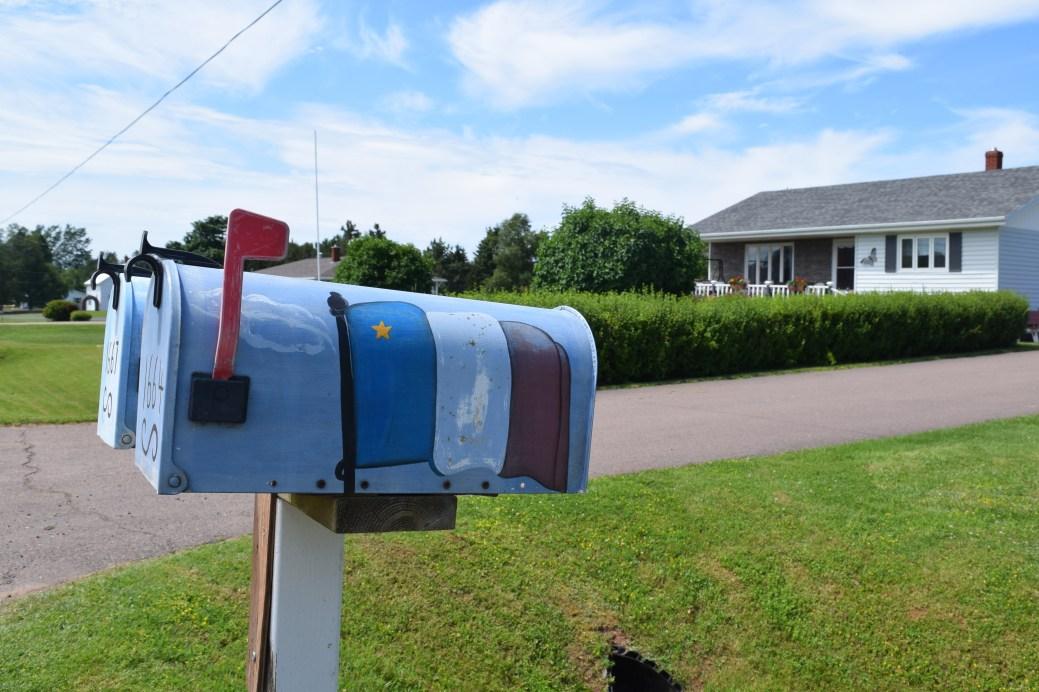 Les couleurs de l'Acadie sont toujours bien présentes dans la région Évangéline. - Acadie Nouvelle: Simon Delattre