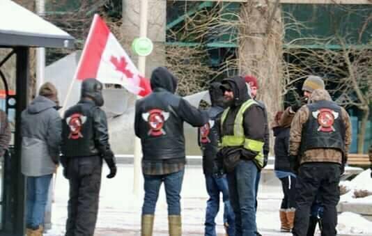 Des membres de la confrérie ont participé à une manifestation de «gilets jaunes» devant l'hôtel de ville de Moncton en février dernier. - Gracieuseté