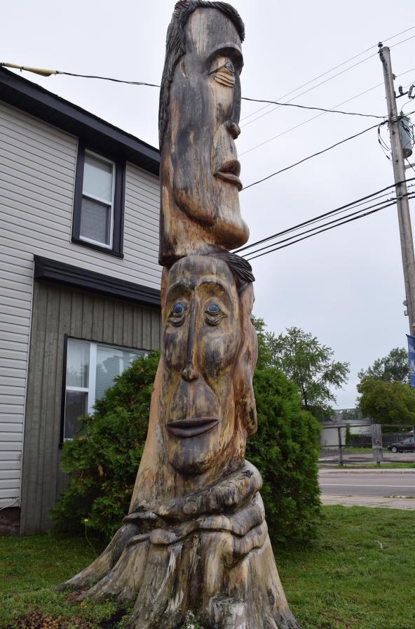 Un arbre sculpté de Cecil D Long à Moncton. - Acadie Nouvelle: Sylvie Mousseau