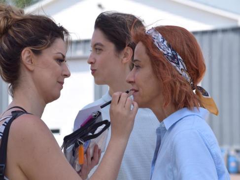 Marie-Jo Thério et Bianca Richard se préparent à tourner une scène de l'émission À la Valdrague. - Acadie Nouvelle: Sylvie Mousseau