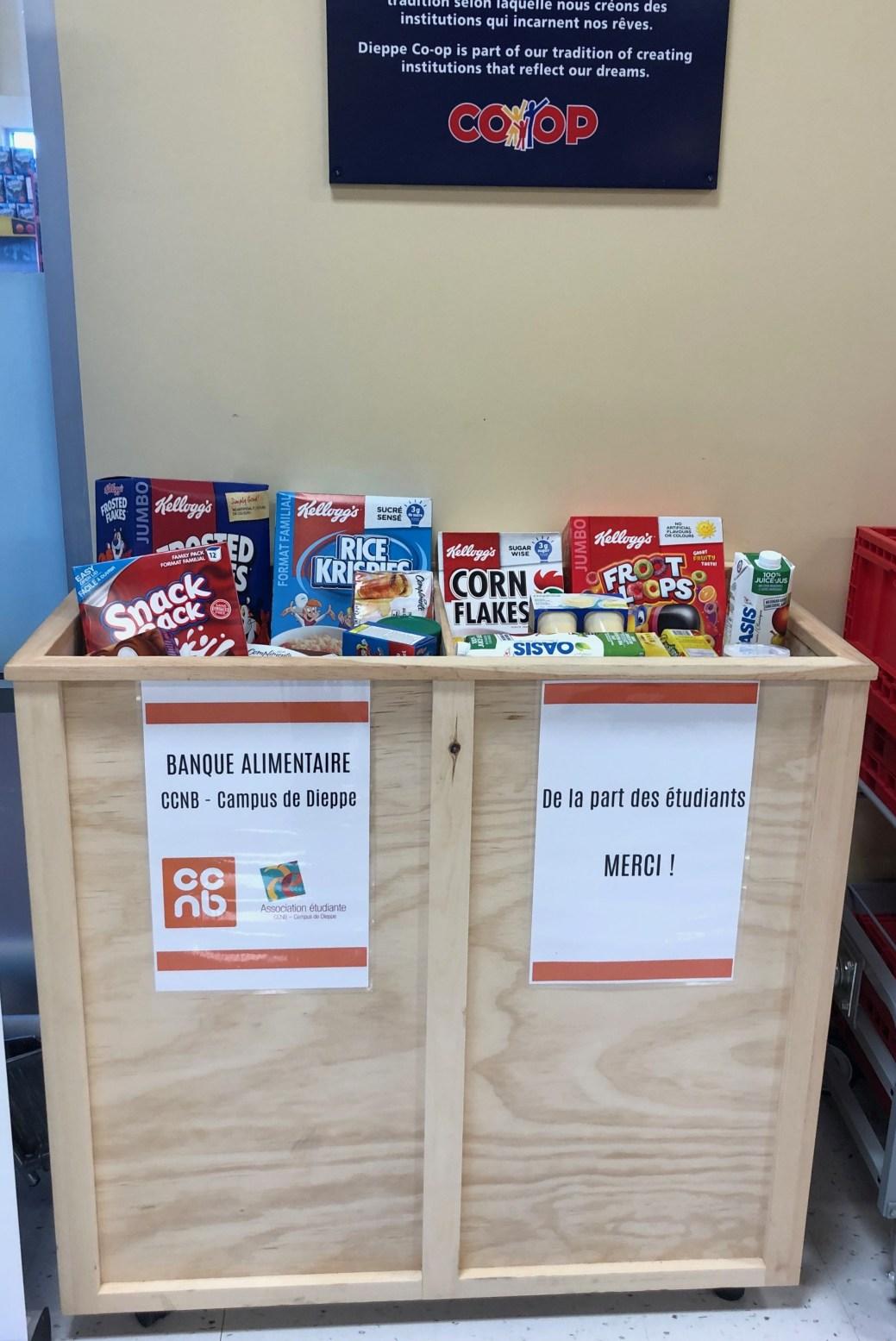 La boîte destinée à recueillir les dons à la Coopérative IGA de Dieppe. - Gracieuseté