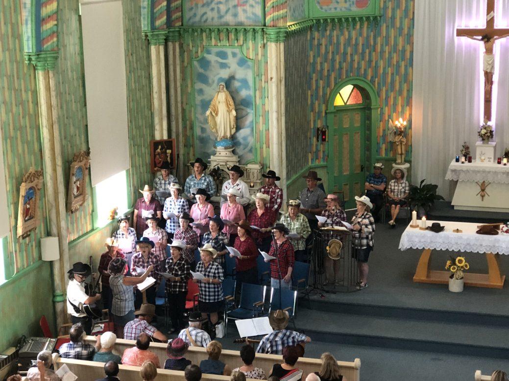 Messe country en l'église Sainte-Cécile de Petite-Rivière-de-l'Île. - Acadie Nouvelle: Martin Roy
