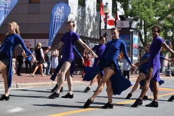 Les danseurs du BTAC ont donné le coup d'envoi à l'événement Danses au centre-ville, sur une chorégraphie d'Igor Dobrovolskiy. - Acadie Nouvelle: Sylvie Mousseau