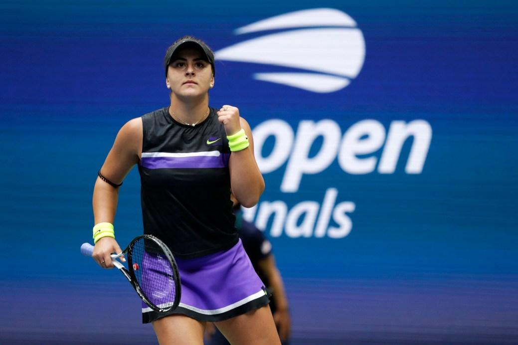 Bianca Andreescu réagit après un bon coup, dimanche. - AP