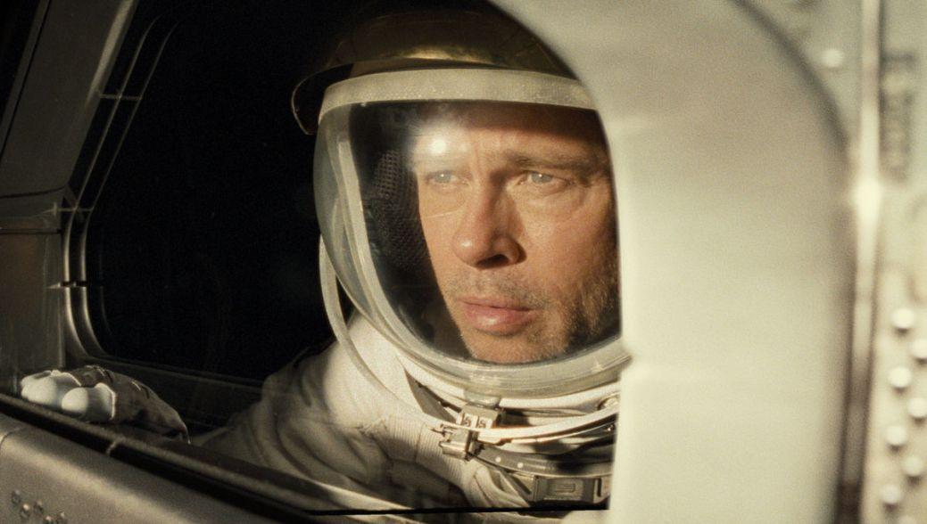 L'astronaute Roy McBride (Brad Pitt) alterne entre action et remise en question dans Ad Astra. - Gracieuseté