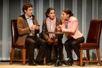 Jean-François Pronovost, Sounia Balha et Nabila Ben Youssef dans une scène de la pièce Comment je suis devenu musulman de Simon Boudreault. - Gracieuseté: Patrick Lamarche