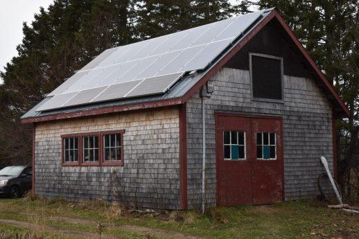 Les panneaux solaires permettent au couple de Baie-Verte d'économiser en électricité. - Acadie Nouvelle: Alexandre Boudreau
