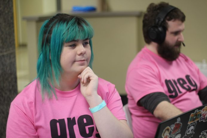 Kyra Garden participe à un tournoi de jeu vidéo avec son équipe. - Acadie Nouvelle: Alexandre Boudreau