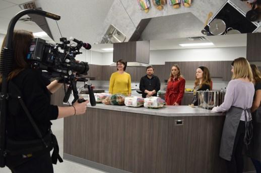 Le tournage d'une scène de la série Jeunes chefs en mission à Shediac. - Acadie Nouvelle: Sylvie Mousseau