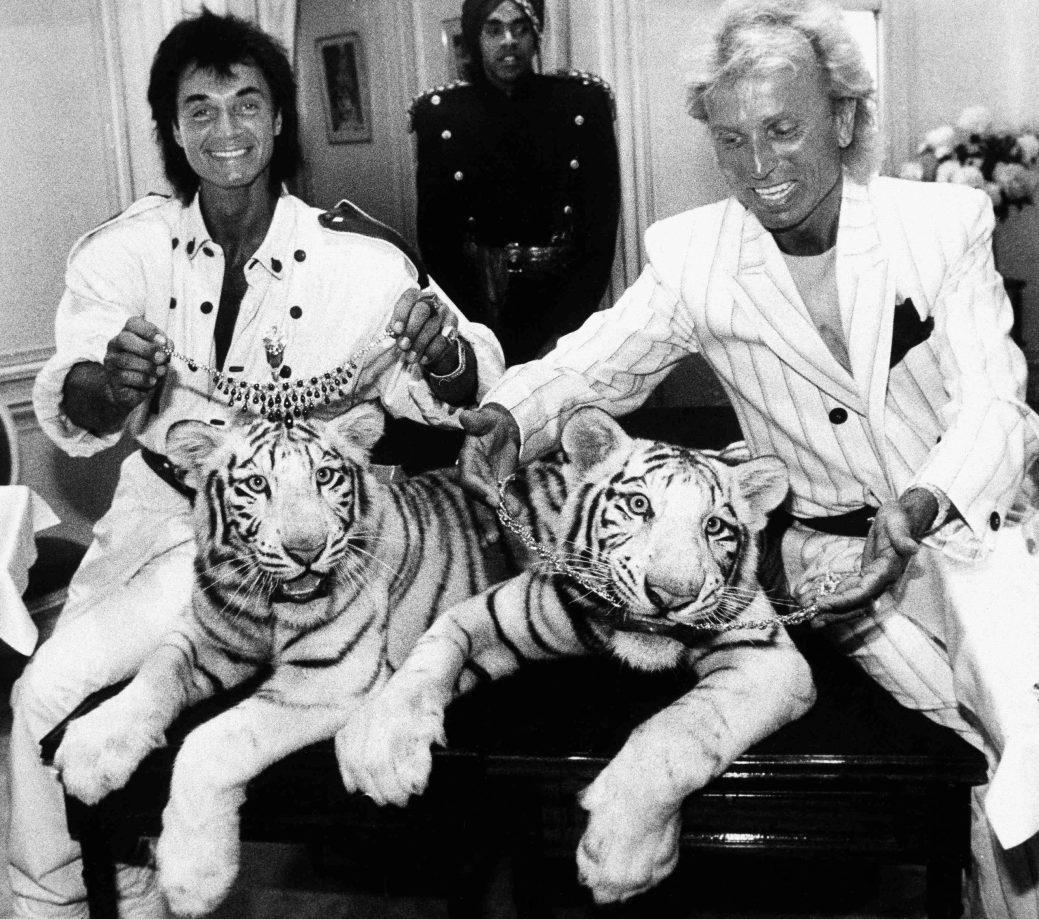 Roy Horn, à gauche, et Siegfried Fischbacher posent à New York, en 1987. - AP