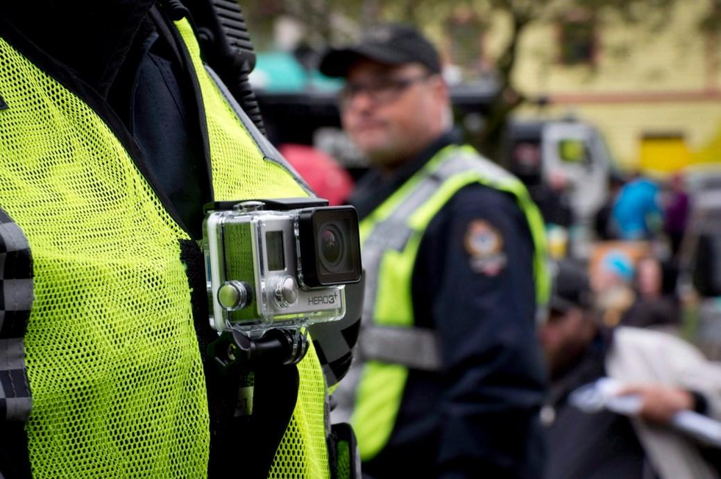 Les policiers de Vancouver sont équipés de caméras corporelles comme celle-ci. - Archives