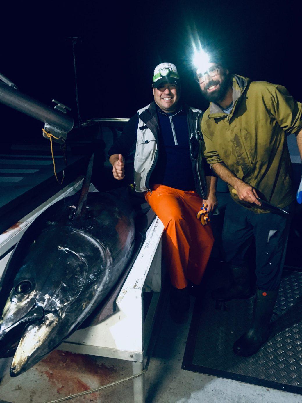 Robert Noël et Martin Mallet posent avec un thon rouge. - Gracieuseté