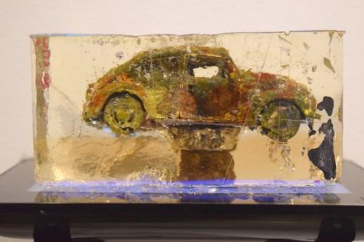 Christian Michaud s'est amusé avec le motif de la voiture dans son exposition Auto sapiens. - Acadie Nouvelle: Sylvie Mousseau