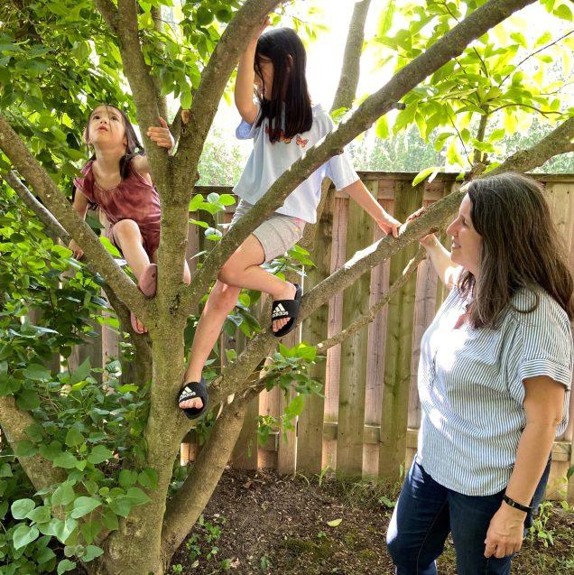 Valerie Whitt et ses deux filles: Jordyne, 6 ans (à gauche) et Alex, 10 ans. - La Presse canadienne: John Sue-Chong
