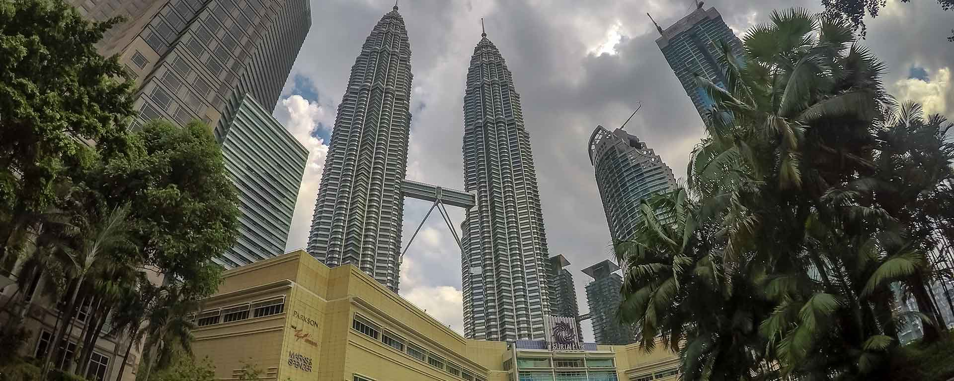 As torres gêmeas, o shopping e o parque KLCC