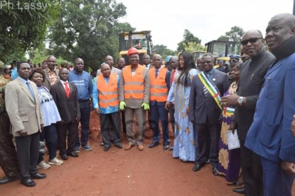 Le Premier ministre lance à Damara les travaux de réhabilitation de la route nationale n°4